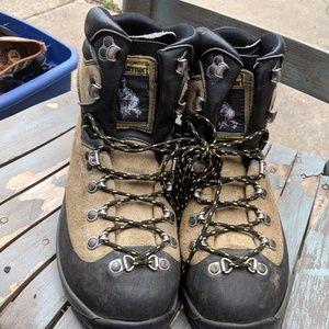 Women's La Sportiva Mountain Climbing Boots 10.5 for sale